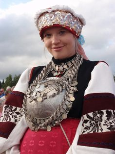 FolkCostume&Embroidery: Costume and Embroidery of the Seto, Estonia