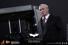 Batman Armory with Alfred Pennyworth | Sideshow Collectibles