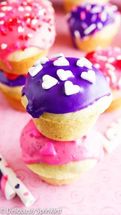 Mini Donut Muffins - Deliciously Sprinkled #breakfast #valentinesday #donut #muffins