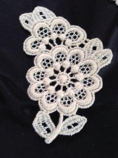 Spitzenapplikationen - +❤+ 6Stck VintageApplikat.PlauenerSpitzeRoseL+   - ein Designerstück von mypatchworld bei DaWanda Designer, Om, Crochet Earrings, Thoughts, Etsy, Lace, Jewelry, Fashion, Vintage Lace
