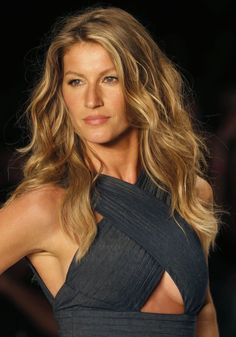 Gisele Bündchen in the Colcci Summer 2015 show.