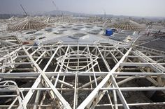 Image 12 of 23 from gallery of Chhatrapati Shivaji International Airport - Terminal 2 / SOM. Constuction of steel truss system. Mini Clubman, Roof Structure, Building Structure, International Flights, International Airport, Denver Airport, Steel Trusses, Mumbai Airport, Terminal