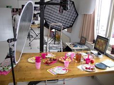 Behind the Scenes of a cupcake photoshoot, by Simone van den Berg