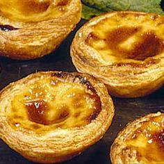 Try Portuguese Custard Tarts - Pastéis de Nata! You'll just need oz Prepared Puff Pastry, cup sugar, cups of whole milk, tbsp flour, egg. Portuguese Custard Tarts, Portuguese Egg Tart, Portuguese Desserts, Portuguese Recipes, Natas Recipe, Recipe 4, Tart Recipes, Cooking Recipes, Custard Ingredients