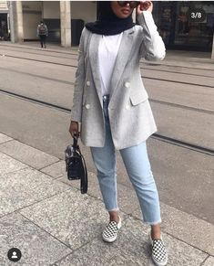 Classy Fashion Tips Formal office suits with hijab style Blazer Fashion, Suit Fashion, Modest Fashion, Hijab Fashion, Girl Fashion, Fashion Outfits, Classy Fashion, Fashion Tips, Muslim Fashion