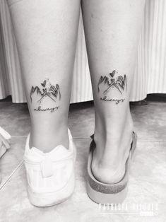 Encontre este Pin e muitos outros na pasta Tattoo de Tattoo & Wall Art. - Encontre este Pin e muitos outros na pasta Tattoo de Tattoo & Wall Art. Cousin Tattoos, Bestie Tattoo, Boy Tattoos, Girly Tattoos, Tattoos For Daughters, Sister Tattoo Designs, Script Tattoos, Bodysuit Tattoos, Disney Tattoos