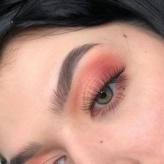 Loving these dramatic lashes with the sunset shadows! Try to recreate this look with lashes from The Makeup Club!