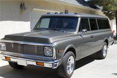 1971 CHEVROLET SUBURBAN CUSTOM SUV - Front 3/4 - 199180