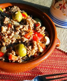 How to make Picadillo / Cuban-style hash. It's ground beef with tomato, green pepper, green olives and plenty of garlic.