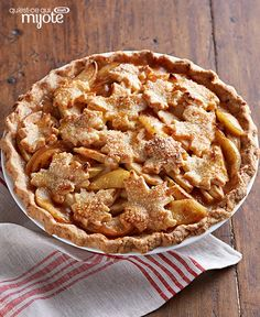 Discover how yummy the apples-and cheese-combo is with Cheddar-Crusted Apple Pie. Cheddar-Crusted Apple Pie is made with a cheddar-cream cheese crust—yum! Homemade Apple Pies, Apple Pie Recipes, Muffin Recipes, Apple Desserts, Kraft Recipes, Pie Dessert, Dessert Recipes, Dessert Ideas, Perfect Apple Pie
