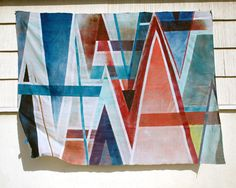 DIY picnic blanket (or wall art) with spray paint and old sheet Credit: Design Sponge Beach Blanket, Picnic Blanket, Diy Spray Paint, Diy Painting, Fabric Crafts, Craft Projects, Sewing Projects, Creations, Crafty
