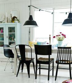 verschillende stoelen mix, zelfde kleur