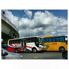 暑いから? ドアも開けっ放しな#バス some #bus keep opening the door while driving cuz its #hot ? #itsmorefuninthephilippines #philippines#sky#cloud#summer#夏#空#雲#フィリピン