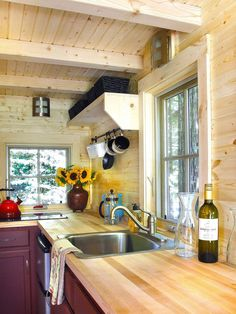 Gorgeous 30+ Tiny House Hacks: Modern and Larger Look https://architecturemagz.com/30-tiny-house-hacks-modern-and-larger-look/