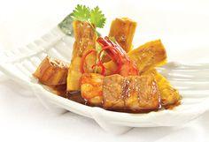 Tôm thịt kho măng hấp dẫn ngon miệng  Chi tiết tại: http://ngonplus.net/vao-bep/nau-ngon/2676-tom-thit-kho-mang-hap-dan-ngon-mieng