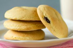 Filled Raisin Cookies - an old favorite adding this to the Recipe Bucket List Raisin Filled Cookie Recipe, Raisin Cookies, Healthy Cookie Recipes, Healthy Eating Recipes, Cooking Recipes, Easy Desserts, Dessert Recipes, Vintage Recipes, Yummy Cookies