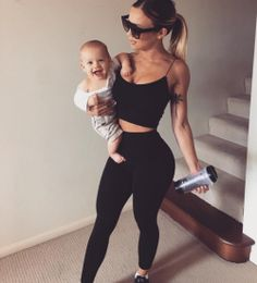 Tammy hembrow all black outfit