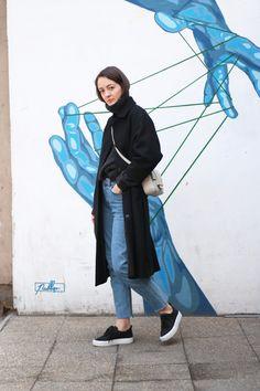 THE BLUE JEANS  & Other Stories black wool coat; Nanushka grey jumper; H&M jeans; H&M trend bag; Pull&Bear trainers. H&m Jeans, Blue Jeans, H&m Trends, Black Wool Coat, My Wardrobe, Trainers, Jumper, Raincoat, Bear