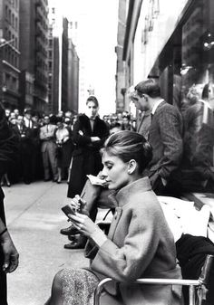 Audrey on set of Breakfast at Tiffany's