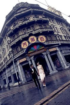 Gate to a Hundred Happiness  (Bailemen), later renamed as Great World (Dashijie),the entertainment centre of Shanghai since the late 1920s.
