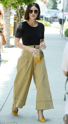 Lucy Hale stuns in tan wide-legged pants for Kate Somerville Power Serum launch in Los Angeles Mode Outfits, Casual Outfits, Fashion Outfits, 80s Fashion, Korean Fashion, Casual Shoes, Fashion Tips, Tan Pants, Wide Leg Pants