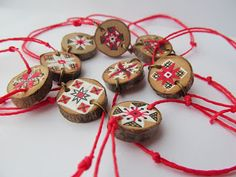 Risultati immagini per Martisoare/traditionale Wood Crafts, Diy And Crafts, Crafts For Kids, Wine Cork Ornaments, Christmas Ornaments, Baba Marta, Folk Embroidery, All Craft, Wood Slices