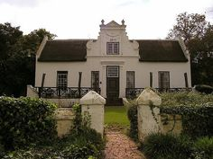 Beautiful Cape Dutch home Baroque Architecture, Architecture Details, Tiny Little Houses, Dutch Gardens, Cape Dutch, African House, Dutch House, Simple House Design, Spanish Style Homes