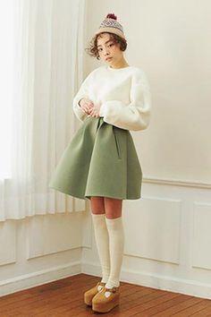 Today's Hot Pick :时尚F/W浅色系A字短裙 http://fashionstylep.com/SFSELFAA0025511/stylenandacn/out 时尚F/W浅色系A字短裙采用很有舒服的面料制成,穿起来很轻便这个东东可以当一般的衣服穿,很随性我呢,试过和简单的象牙色中筒袜搭配这个东东很利索,穿着很舒适,很满足啦不知道怎么配的话我们的主页上有和下基本衬衫的介绍,去看看吧目前一共为MM们准备了2款颜色每天穿都可以,party或参加婚礼等场合也很合适的东东
