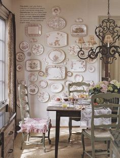 Transferware collection in Lisa Luby Ryan's English cottage-style Dallas home. Muebles Shabby Chic, Shabby Chic Decor, Hanging Plates, Plates On Wall, Plate Wall Decor, French Decor, French Country Decorating, Style Anglais, Plate Display