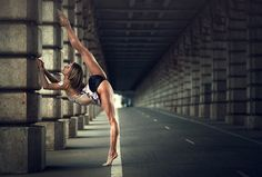 Today I will share about beauty dance poses photography, Dimitry Roulland is a young artist based in Marquay, France are fascinated with photography. Kevin Richardson, Sport Photography, Video Photography, Artistic Photography, Portrait Photography, Sport Chic, Sport Girl, Roshe, Look Girl