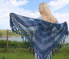 Nightfall - Free crochet pattern for triangle shawl - Annie Design Crochet Crochet Shawl Free, Basic Crochet Stitches, Crochet Basics, Easy Crochet Patterns, Simple Crochet, Crochet Ideas, Crochet Cardigan, Crochet Scarves, Crochet Butterfly