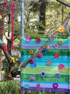Yarn Bombing by Coletivo Agulha Parque Buenos Aires - São Paulo - SP - Brazil 21.september.2014 Photo © Patty Dijigov