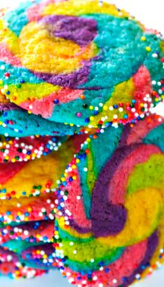 Rainbow Pinwheel Cookies ~ The super easy method behind these cookies takes your sugar cookie game to a whole new level! Rainbow Treats, Rainbow Food, Rainbow Desserts, Rainbow Cheesecake, Rainbow Pasta, Unicorn Poop Cookies, Pinwheel Cookies, Rainbow Sugar Cookies, Rainbow Sprinkles