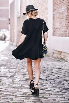20 Summer Dresses to Show Off Your Favorite Features Fashion For Petite Women, Womens Fashion Casual Summer, Black Women Fashion, Womens Fashion For Work, Street Style Summer, Women's Fashion Dresses, Summer Dresses, Comfy Dresses, How To Wear
