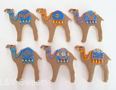 I am going to make the hell out of these. (I brought a camel biscuit cutter today! Galletas Cookies, Iced Cookies, Cute Cookies, Arabian Party, Arabian Nights Party, Cupcakes, Cupcake Cakes, Camel Craft, Biscuit Decoration