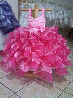 NF33-K disponible en http://chicasdress.com/infantil/59-nf33-k-vestido-de-nina-para-fiesta.html, Vestido de boda o eventos para niña elaborado en tela organza La blusa es de dos tirantes con una decoracion en tiras de tono mas fuerte en la parte frontal, trae ojillos en la parte trasera tipo corset. Este modelo de vestido para niña tiene una falda diseñada con una gran cantidad de olanes de dos colores en diagonal que muestran un diseño elegante y lo convierte en un vestido con mucho volumen