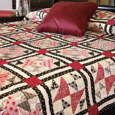 The News Flash queen size quilt pattern is a modern update to the classic Old Maid's Puzzle quilt design. The sophisticated two-color palette makes it a great quilt for a master bedroom. Puzzle Quilt, Quilt Blocks, Lap Quilts, Quilting Projects, Quilting Designs, Mccall's Quilting, Quilting Ideas, Machine Quilting, Sewing Projects