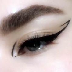 Edgy Makeup, Cat Eye Makeup, No Eyeliner Makeup, Winged Eyeliner, Cute Makeup, Makeup Looks, Eyeliner Ideas, White Eyeliner, Asian Makeup