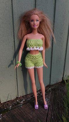 tuto brief et high barbie - Crochet Barbie Patterns, Crochet Doll Dress, Barbie Clothes Patterns, Crochet Barbie Clothes, Doll Clothes Barbie, Barbie Dolls, Habit Barbie, Barbie Cake, Barbie And Ken