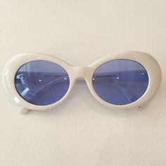 perfect white oval sunniesblue tint lenssuper cool!