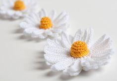 PDF Pattern - Crochet Daisy Flower 3D. $2,50, via Etsy.