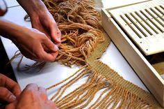 Výroba sukénky inspirované nálezem z Egtvedu. Making String Skirt from Egtved, Photo Kristýna Urbanová.