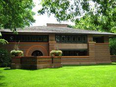 Arquitecto estadounidense, uno de los principales maestros de la arquitectura del siglo XX. Nació el 8 de junio de 1867 en Richland Center (Wisconsin). E