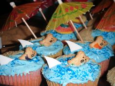 More luau cupcakes