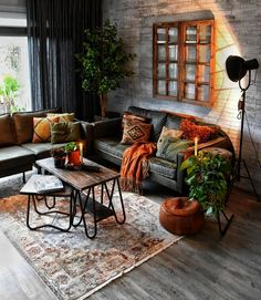Best Living Room Wall Decor Eeveryone Love - Neat Fast Find the best living room ideas, designs & inspiration to match your style. Browse through images of living room decor & colours to create your perfect home. Cozy Living Rooms, Interior Design Living Room, Living Room Designs, Living Room Furniture, Rustic Furniture, Apartment Living, Furniture Design, Apartment Design, Antique Furniture
