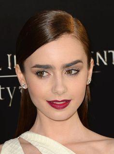How to wear dark lipstick
