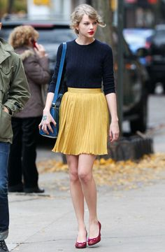 Taylor Swift can sometimes dress herself, I guess.