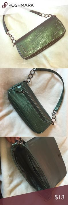 "Green simple shoulder bag Green simple shoulder bag. 10"" x 2"" x4"" Bags"