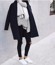 45 Charming Winter Outfits You Must Own / 02 - Women's Outfits & Style - Damenmode Fashion Mode, Look Fashion, Fashion Trends, Womens Fashion, Ladies Fashion, Fashion Black, Feminine Fashion, Fashion Ideas, Fashion Outfits
