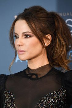 Critic's Choice Awards 2017 Kate Beckinsale tied her hair up into a high ponytail, adding height and texture through the front and keeping the remaining hair tousled and feminine.